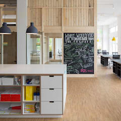 Office buildings by _WERKSTATT FÜR UNBESCHAFFBARES - Innenarchitektur aus Berlin,