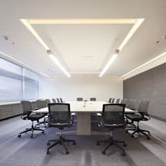 Oficinas Advent International: Electrónica de estilo  por Sentido Interior Arquitectos