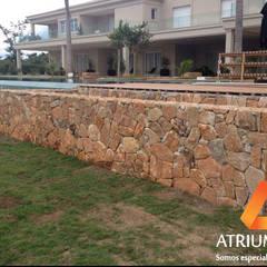 Piscinas de jardín de estilo  por Atrium Vale Pedras e Projetos