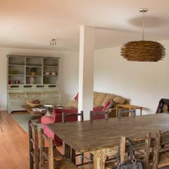 Diseño de casa Eco en Colchagua: Livings de estilo  por INFINISKI