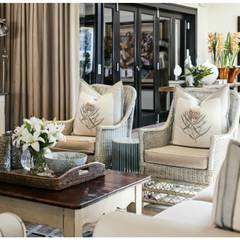 Classic living room :  Living room by Joseph Avnon Interiors