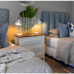 Bedroom by Joseph Avnon Interiors,