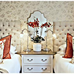 Pop of red :  Bedroom by Joseph Avnon Interiors, Classic