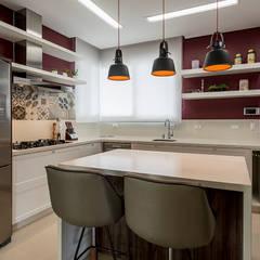 Small-kitchens توسطEspaço do Traço arquitetura, کانتری