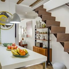 Escaleras de estilo  por Decorando tu espacio - interiorismo en Madrid.