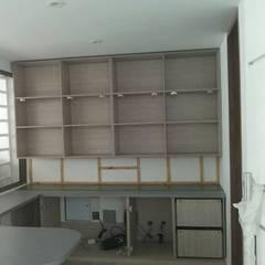 SALA ESTUDIO: Estudios y despachos de estilo  por Steven palta diseñador interiores