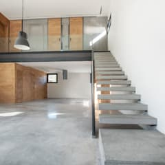 Vivienda Modular Rústica de Diseño hecha a medida con Prefabricados de Hormigón: Escaleras de estilo  de MODULAR HOME