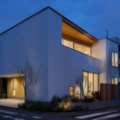 目黒の住宅/House in Meguro: hm+architects 一級建築士事務所が手掛けた二世帯住宅です。