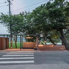 부여 그림책정거장: 더유닛의  소형 주택,미니멀 우드 우드 그레인