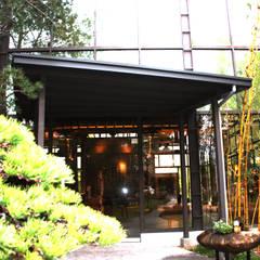 Puertas de vidrio de estilo  por 台中室內建築師|利程室內外裝飾 LICHENG