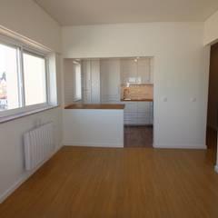 Apartamento T3 Ajuda Salas de jantar minimalistas por EU LISBOA Minimalista