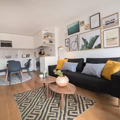 Apartamento T1 Misericordia - Lisboa Salas de estar clássicas por EU LISBOA Clássico