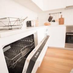 Apartamento T1 Misericordia - Lisboa: Cozinhas  por EU LISBOA