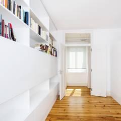 Apartamento T4 Misericordia Quartos mediterrânicos por EU LISBOA Mediterrânico