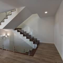 Stairs by Construções e Imobiliária Navio, Lda,
