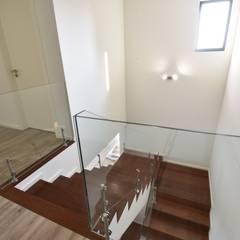 Tangga oleh Construções e Imobiliária Navio, Lda, Modern
