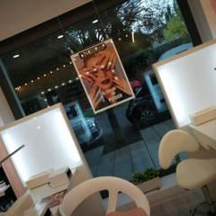 SPA Pronails em Badajoz: Lojas e espaços comerciais  por LACd'A HOME - Arquitectura e Interiores,