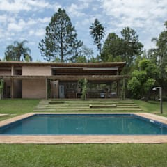 Pool by Beatriz Zanini Castanho Arquitetura e Interiores