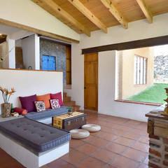 Casa Quetzalcóatl, AT arquitectos, México.: Salas de estilo  por AT arquitectos