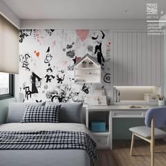 Dormitorios pequeños de estilo  de 百玥空間設計