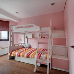 Dormitorios infantiles de estilo  por 邑舍室內裝修設計工程有限公司