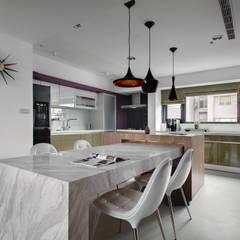Dining room by 邑舍室內裝修設計工程有限公司
