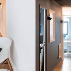 Aménagement d'un cabinet d'avocats: Bureaux de style  par Trace & Associes architecture