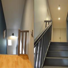 RÉNOVATION VINTAGE À ORVAULT: Escalier de style  par UN AMOUR DE MAISON
