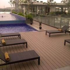 : Balcón de estilo  por Manintex Pisos