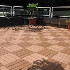 Front yard by Manintex Pisos , Classic Wood-Plastic Composite