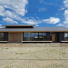 吉前の家: 株式会社 空間建築-傳が手掛けた木造住宅です。