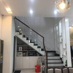 Tận dụng gầm cầu thang để lưu trữ đồ đạc:  Cầu thang by Công ty TNHH Thiết Kế Xây Dựng Song Phát