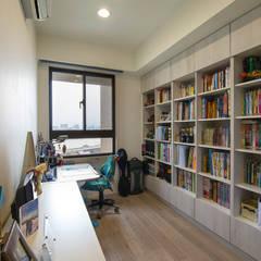 北歐生活-悅河觀景:  書房/辦公室 by 富亞室內裝修設計工程有限公司