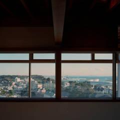 海の見える丘の家: 西島正樹/プライム一級建築士事務所 が手掛けた窓です。
