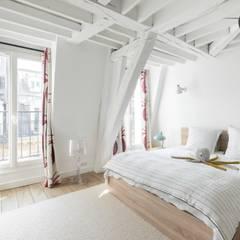 Rénovation partielle dans le IIe arrondissement de paris: Chambre de style  par Ocampo pro