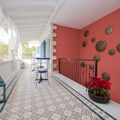 Hotel in Alacati by KAROİSTANBUL Tropical style corridor, hallway & stairs by KAROİSTANBUL Tropical Tiles