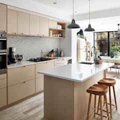 Colomb St SE10 - First Floor Extension on a Terraced Property:  Built-in kitchens by Urbanist Architecture