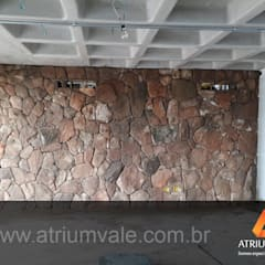 กำแพง by Atrium Vale Pedras e Projetos