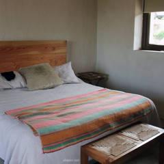 CASA MALLARAUCO - diseño y construcción - Mallarauco / Melipilla / Santiago: Dormitorios de estilo  por ALIWEN arquitectura & construcción sustentable - Santiago