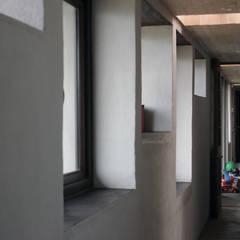 CASA MALLARAUCO - diseño y construcción - Mallarauco / Melipilla / Santiago: Pasillos y hall de entrada de estilo  por ALIWEN arquitectura & construcción sustentable - Santiago