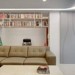 Living room by 邑舍室內裝修設計工程有限公司,