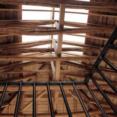 Roof by ALIWEN arquitectura & construcción sustentable - Santiago