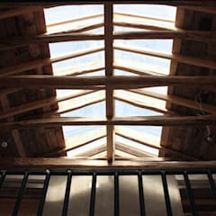 ALIWEN arquitectura & construcción sustentable - Santiago:  tarz Çatı