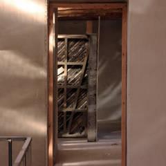 Puertas de estilo  por ALIWEN arquitectura & construcción sustentable - Santiago