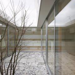 Garden by 株式会社 空間建築-傳