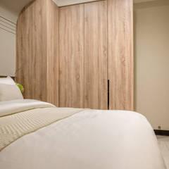 都會的鄉村風-富都新紳:  小臥室 by 富亞室內裝修設計工程有限公司