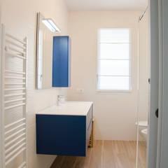 Bathroom by BIANCOACOLORI,