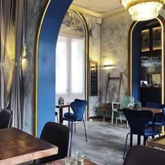 漆上藍色的拱門結構:  餐廳 by On Designlab.ltd,