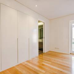 من SHI Studio, Sheila Moura Azevedo Interior Design حداثي