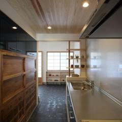 平和1601KO: TOGODESIGNが手掛けた小さなキッチンです。,モダン